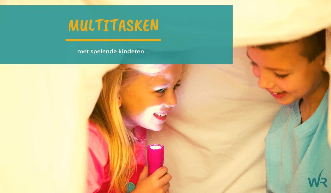 Multitasken, thuiswerken met spelende kinderen